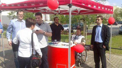 """SPD-Infostand auf dem Fest """"30 Jahre Straßenbahn"""" in Neu-Olvenstedt am 27.04.2014"""
