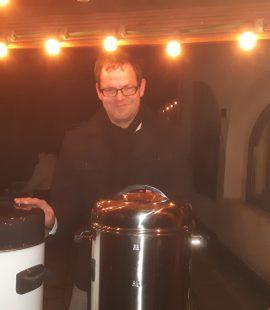 26.11.2016 - Wieder ein schöner Adventsmarkt der Kulturscheune Olvenstedt e.V. - ganz tolle vorweihnachtliche Athmosphäre auf dem Hof der Kulturscheune und des Pfarrhauses - mit gebackenem Kassler im Steinofen und natürlich leckerem Glühwein.